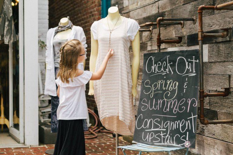 Gdzie sprzedać nienoszone już ubrania?