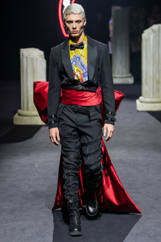 stylizacja z pokazu mody Moschino fall 2019